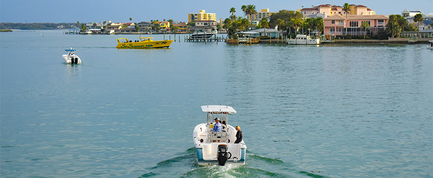BE6 Reasons to Try Vacation Boat Rentals in Florida